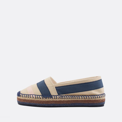 Raffia espadrilles in blue, light pink and beige.