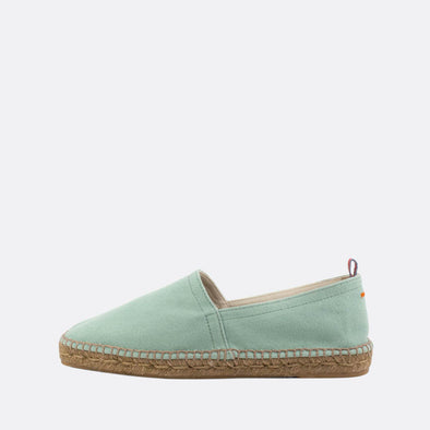 Flat espadrilles made of mint denim fabric with natural jute sole and rubber insole.