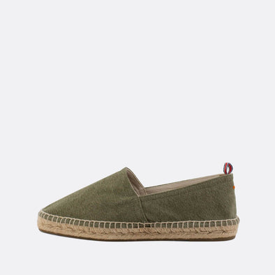Flat espadrilles made of olive green denim fabric with natural jute sole and rubber insole.