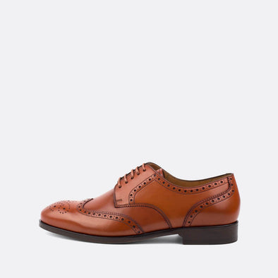 Classic brown leather derby shoes with wingtip brogue.