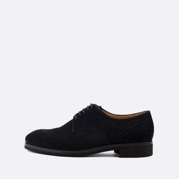 Elegant oxford shoes in black suede.