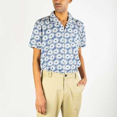 "Short sleeved bowling shirt with a ""epik"" print, an open collar and genuine mother of pearl buttons."
