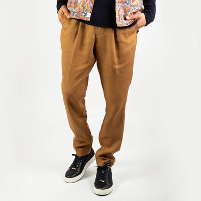 Brown smart-casual trousers with 2 reverse welt pockets and small pleats to the front waist area.