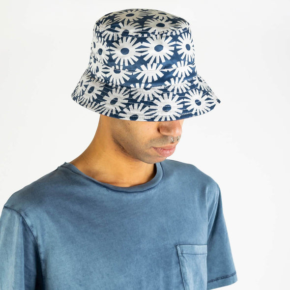 "Reversible bucket hat with a ""epik"" print."
