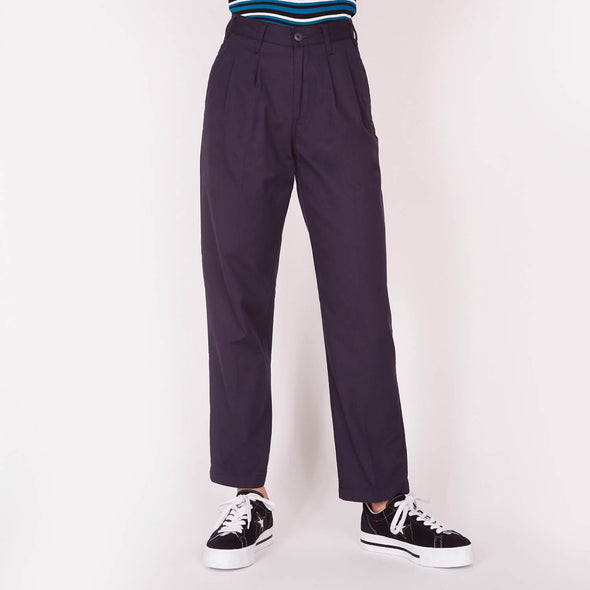 High-waisted baggy fit pleated trousers with carrot leg opening.
