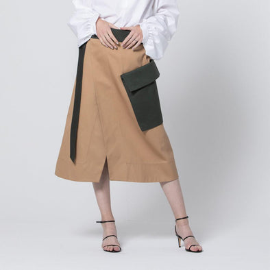 Wrap skirt with contrasting belt and pocket.