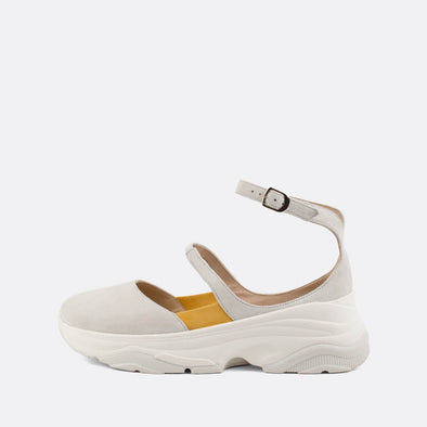 White suede sneaker sandals with yellow details and elastic and buckle to adjust size.