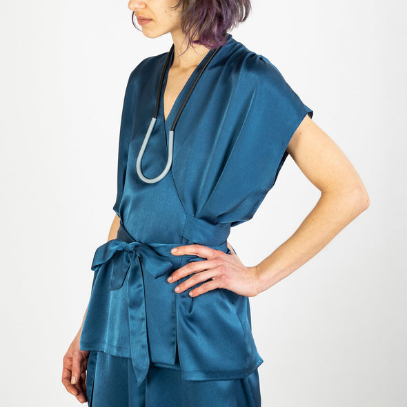 Blue elegant tunic with a strap to tie at the waist.