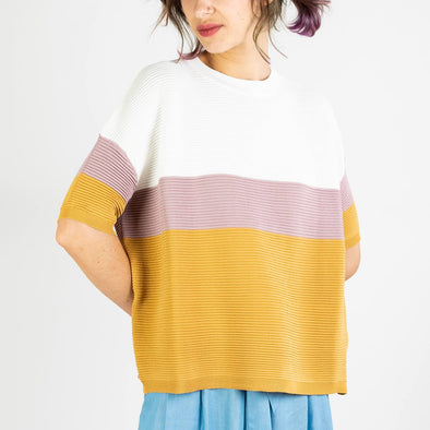 Three-tone short sleeve ribbed jumper in white, lilac and tan