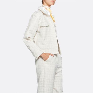 Beige jacket in cotton and polyester jacquard, featuring two pockets with flaps down its front.