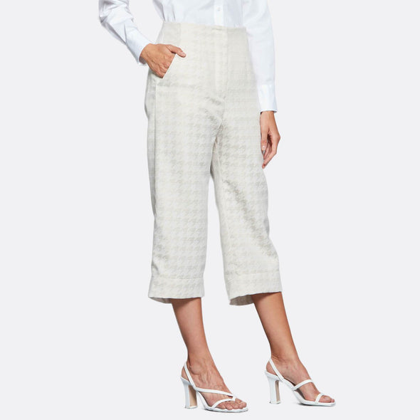 Beige high waisted culottes in cotton and polyester jacquard, featuring different lengths at the front and back.