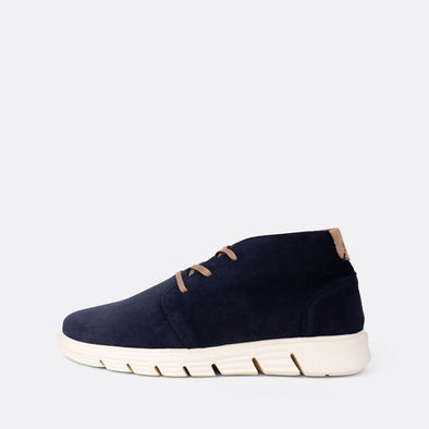 Chukka sneakers in navy blue suede.