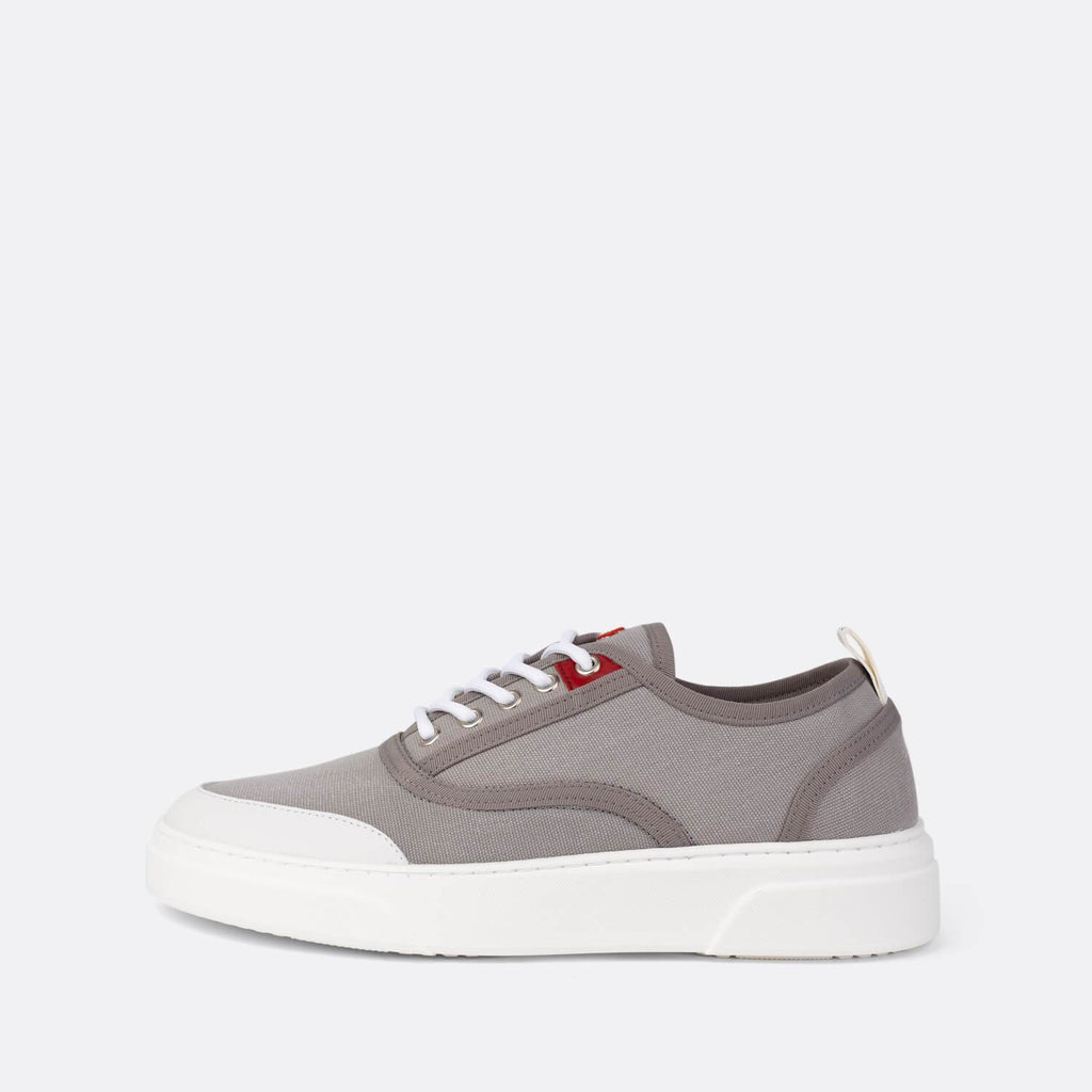 Sneakers in grey suede with white leather detail.
