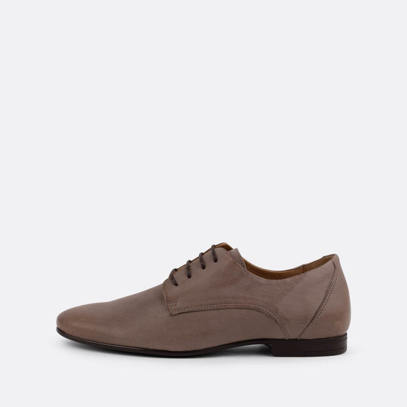 Suede oxford shoes with brown laces.