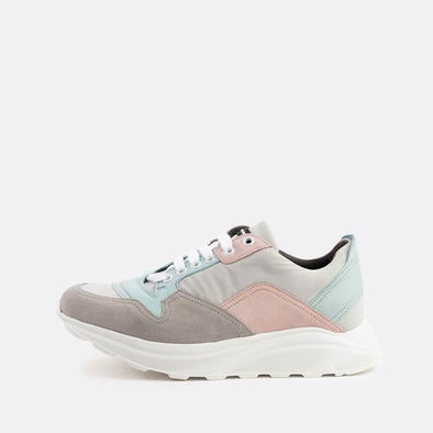 Chunky paneled runners in grey, light pink and mint.