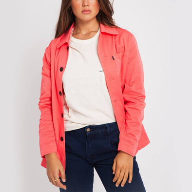 Coral lightweight jacket with classic collar and three front pockets.