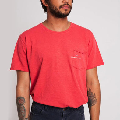 Coral round neck t-shirt with small pocket on the front and +351 logo print.