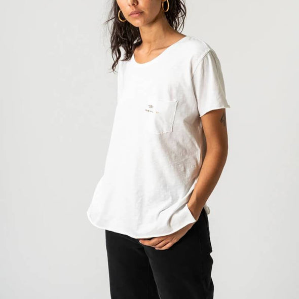 White round neck t-shirt with small pocket on the front and +351 logo print.