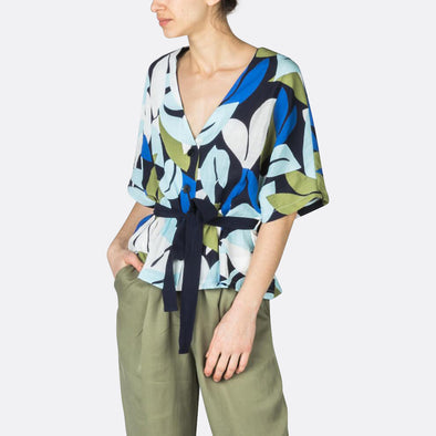 Wide sleeved top with a floral print and a belt to tie at the waist.