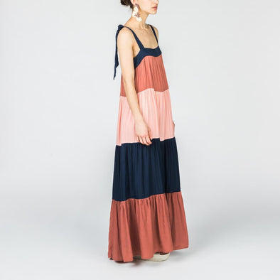 Tricolor maxi dress with adjustable straps.