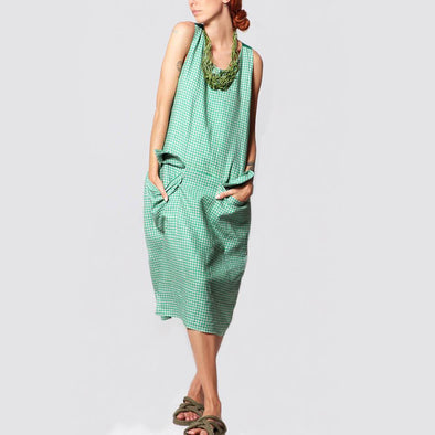 Green vichy midi dress with two front pockets.