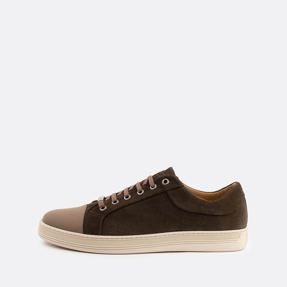 Casual sneakers in dark brown suede with taupe leather front.