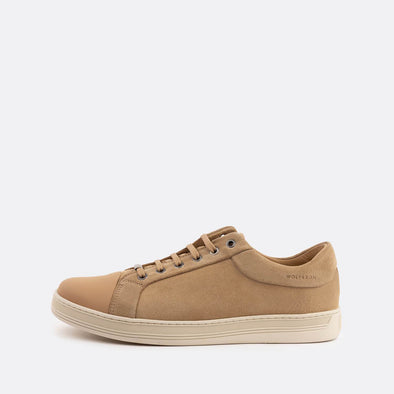 Casual sneakers in beige suede with leather front.