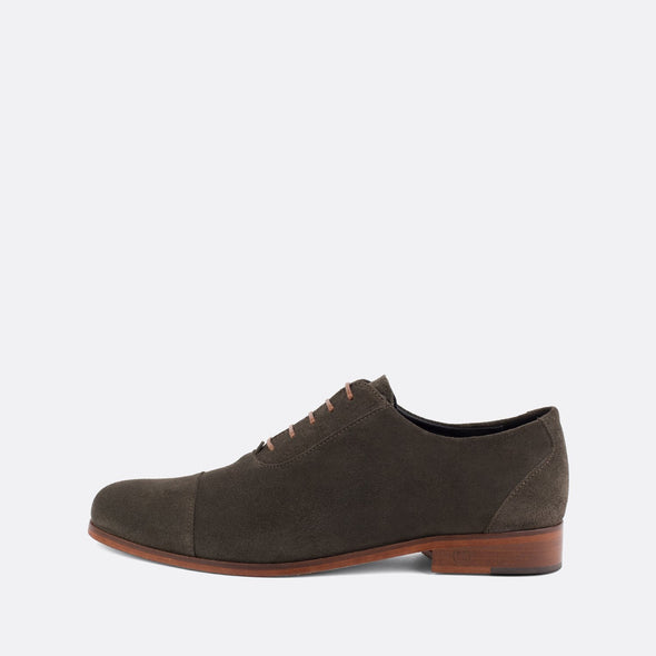 Formal oxford shoes in hunter green suede.