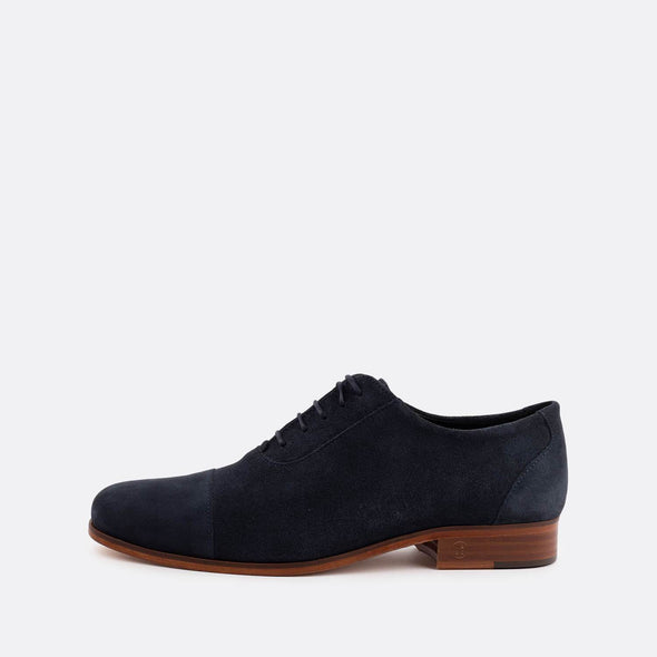 Formal oxford shoes in navy blue suede.