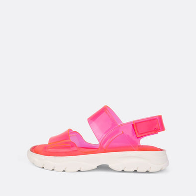 Translucid pink glossy sandals.