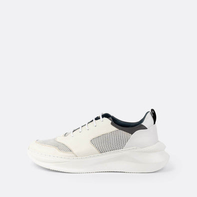 White sporty sneakers in mesh and leather.
