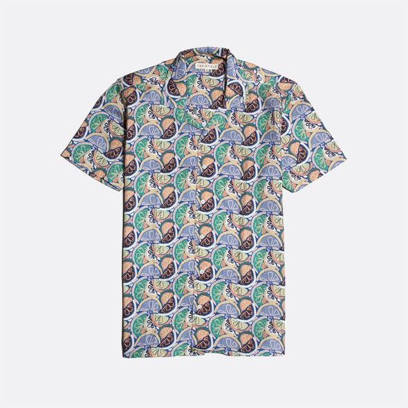 Short sleeved bowling shirt with juicy all-over print.