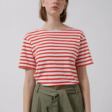 Regular fit t-shirt with red and white stripes.