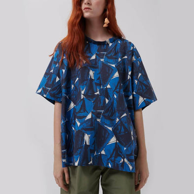 Regular fit short sleeved blouse with all-over print.