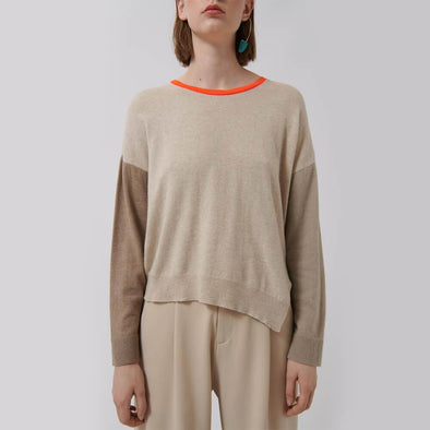 Camel knitted sweater with fluor color finishes and asymmetric hem.