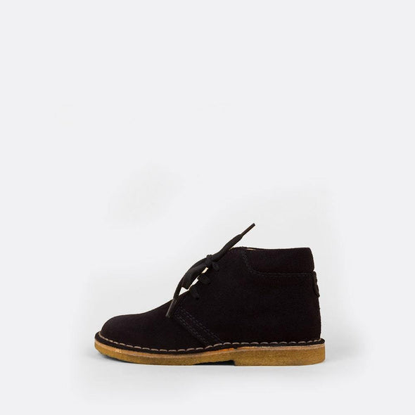 Kids' navy desert boots with matching laces and rubber sole.