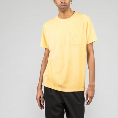Yellow t-shirt in terry fabric.