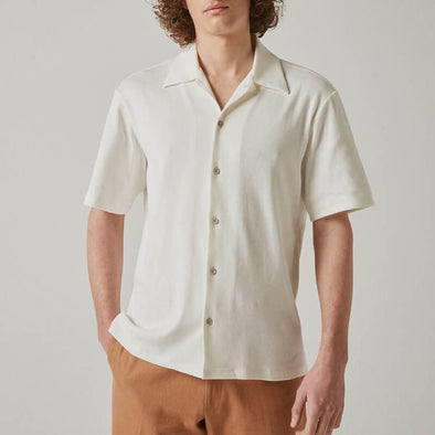 Light short sleeved shirt in white.