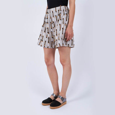 Fringy pattern shorts with elastic waistband.
