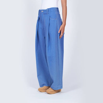 Mid-rise denim blue wide leg trousers with front pleats.
