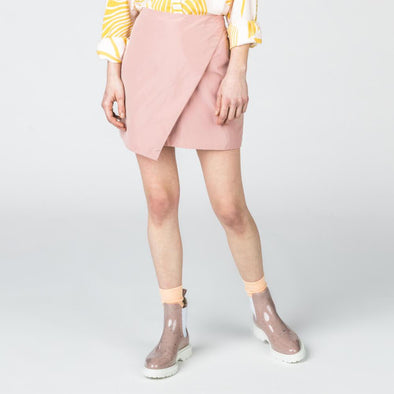 Dusty pink wrap-effect mini skirt.