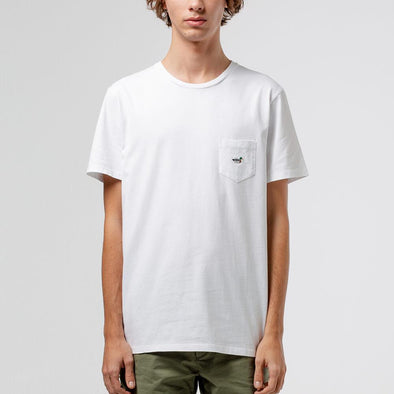 White cotton t-shirt with chest pocket and iconic duck patch.