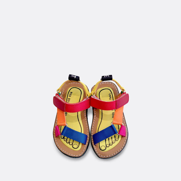 Minimalist japanese inspired sandals in Lego colors.