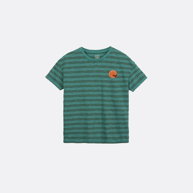 Emerald round neck t-shirt with sunset chest print.