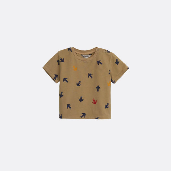 Camel round neck t-shirt with all-over swallow print.