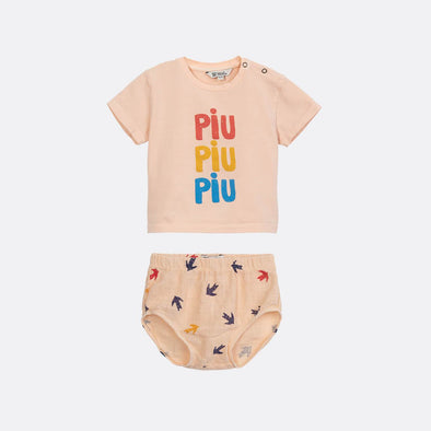 "Pale peach t-shirt with ""PIU PIU PIU"" frontal print and cullotes with all-over print."