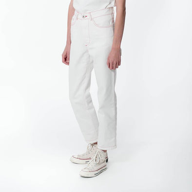 Unisex regular fit white jeans.