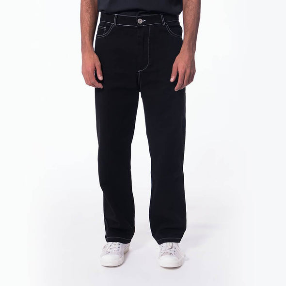 Unisex regular fit black jeans.