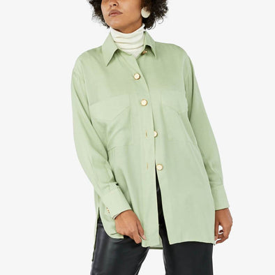 Light green oversized shirt with buttons in golden and pearl.