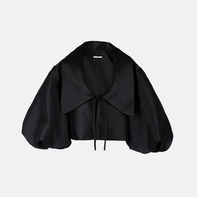 100% polyester black kimono jacket with oversize collar and ballon sleeves.